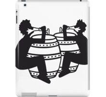 frau weiblich girl mädchen hübsch gesicht comic cartoon durst logo bier krug saufen trinken party feiern spaß trinken alkohol symbol cool shirt oktoberfest  iPad Case/Skin