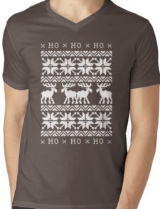 CHRISTMAS DEER SWEATER KNITTED PATTERN Mens V-Neck T-Shirt