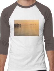Soft Gold - Toronto Skyline In Velvety Morning Mist Men's Baseball ¾ T-Shirt
