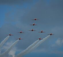 The red arrows soaring in by miradorpictures