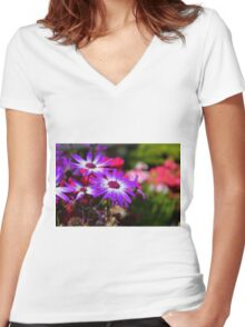 Close Up  Women's Fitted V-Neck T-Shirt