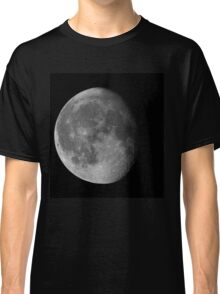 Waning gibbous Moon on black sky Classic T-Shirt