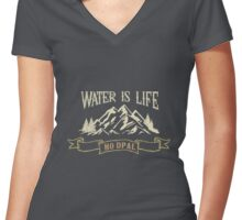 Water Is Life! Support the Standing Rock Women's Fitted V-Neck T-Shirt