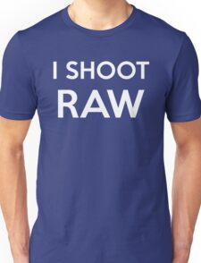 I SHOOT RAW - Everyday Shirt for a pro photographer Unisex T-Shirt