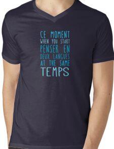 Deux langues at the same temps Mens V-Neck T-Shirt