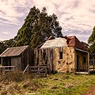 Country cottage by Gerard Rotse