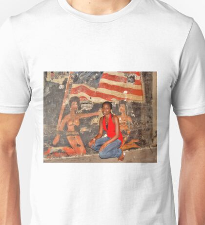 African Girl in front of a Graffiti of Black gils and US Flag Unisex T-Shirt