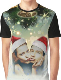 Schmoopies kiss under mistletoe  Graphic T-Shirt