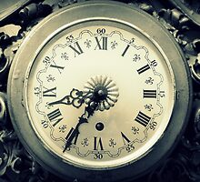 old wall clock by spetenfia