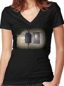 Battery Mishler Power Hoist Women's Fitted V-Neck T-Shirt