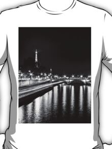 Eiffel Tower overview - panorama (Black & White) T-Shirt
