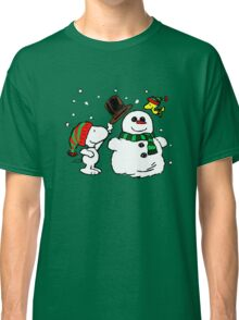 Snoopy & Woodstock play with snowman Classic T-Shirt