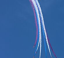 Parasol Break - The Red Arrows Farnborough 2014 by Colin  Williams Photography
