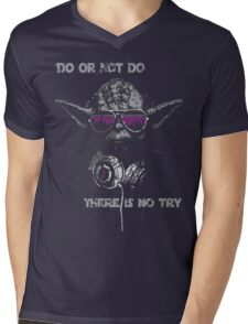 """Yoda - """"Do or not do, there is no try"""" Mens V-Neck T-Shirt"""