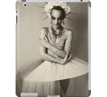 Drama queen in black and white   iPad Case/Skin