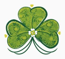 Lucky Filigree Clover Nr. 06 by silvianeto