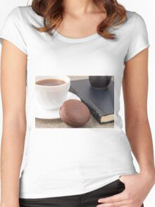 Cup with hot cocoa and chocolate cake Women's Fitted Scoop T-Shirt