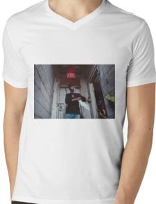 Metro Bommin 30 Mens V-Neck T-Shirt