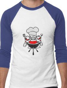 wurst würstchen grill koch essen lecker grillen chef grillmeister schürze bbq wahnsinnig gesicht comic cartoon horror halloween cool crazy verrückt verwirrt blöd dumm komisch gestört  Men's Baseball ¾ T-Shirt