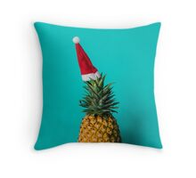 Xmas pineapple Throw Pillow