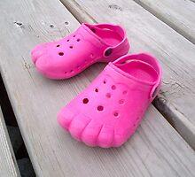 Pinky Toes by Keeawe
