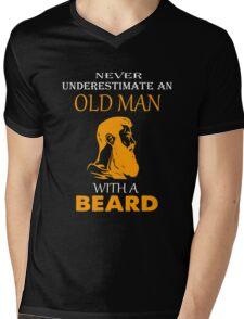 Never underestimate an old man with a beard T-shirt Mens V-Neck T-Shirt