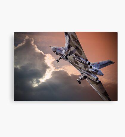 Vulcan XH558 takes off at Farnborough 2014 Canvas Print