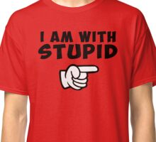 i am with stupid funny quote citation con Classic T-Shirt