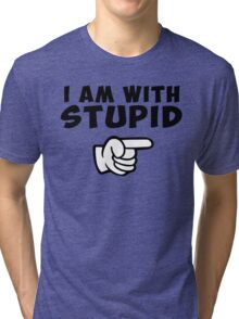 i am with stupid funny quote citation con Tri-blend T-Shirt