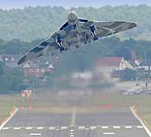Vulcan To The Skies - Farnborough 2014 by Colin  Williams Photography