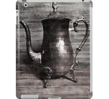 Sip of tea (grey scale) iPad Case/Skin