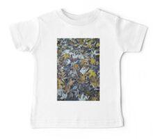 Natur, Herbst, Blätter, braun, gelb, Erdtöne Baby Tee