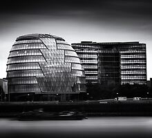 London City Hall & Skyline.  by Ian Hufton