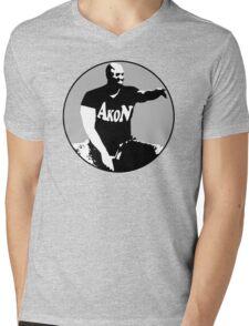 Akon evoiding ebola virus during his concert Mens V-Neck T-Shirt