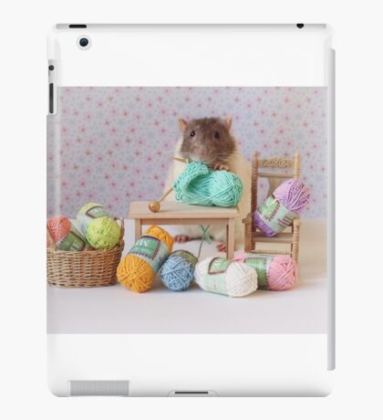 Snoozy wanted to knit ! iPad Case/Skin