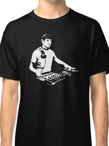DJ Spock mixing on the decks (star trek) Classic T-Shirt