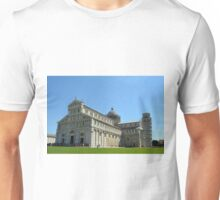 8 August 2016 The Piazza dei Miracoli, Piazza del Duomo, is located in the city of Pisa, Toscany, Italy. View showing the famous leaning tower of Pisa and the cathedral. Unisex T-Shirt