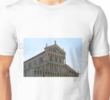 8 August 2016 The Piazza dei Miracoli (Piazza del Duomo) is located in the city of Pisa, Toscany, Italy. View showing the famous cathedral. Unisex T-Shirt
