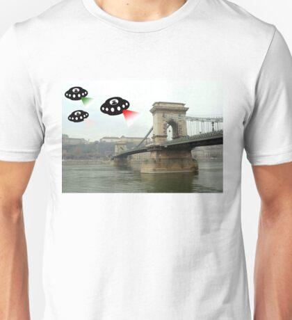 Aliens invade Budapest Unisex T-Shirt