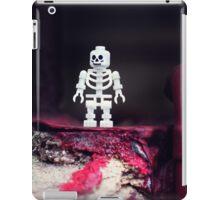::: { THE SKELETON } ::: iPad Case/Skin