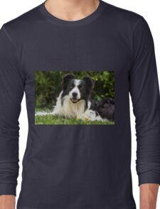 portrait of a border collie dog and still see what's around him Long Sleeve T-Shirt