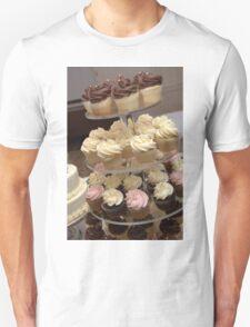 Everybody Love Cupcakes Unisex T-Shirt