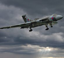 Vulcan on Final Approach - Farnborough 2014 by Colin  Williams Photography