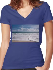 Around the ocean Women's Fitted V-Neck T-Shirt
