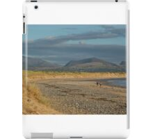 Walkers on the beach at sunset iPad Case/Skin