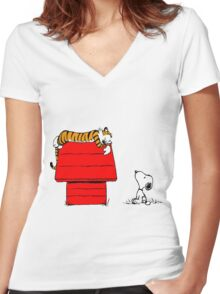 Geek Calvin And Hobbes Tiger Sleep On Doghouse Women's Fitted V-Neck T-Shirt
