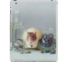 Snoozy loves to eat :) iPad Case/Skin