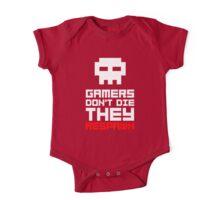 Pixel Skull Gamers Don't Die One Piece - Short Sleeve