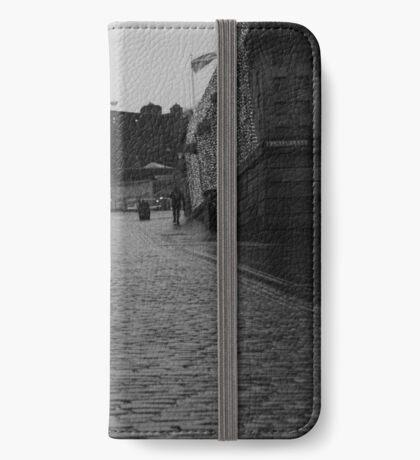 The Royal Mile - Edinburgh Castle iPhone Wallet/Case/Skin