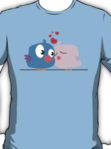 Two cartoon birds kissing T-Shirt